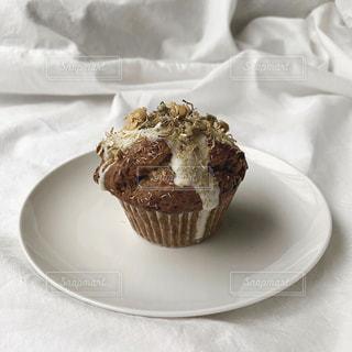皿の上のケーキの写真・画像素材[3064888]
