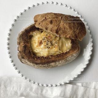 皿の上のケーキの写真・画像素材[3151810]