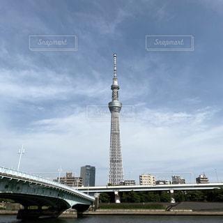 水に架かる大きな橋の写真・画像素材[3200817]
