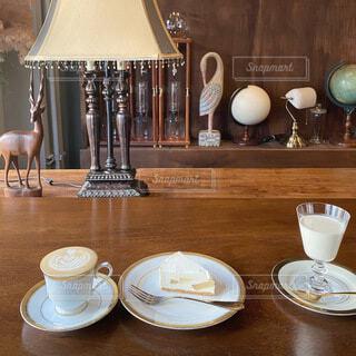 テーブルの上にコーヒーを一杯入れるの写真・画像素材[4156514]