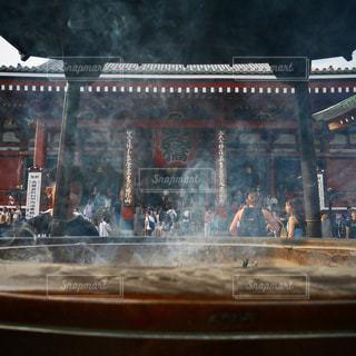 煙をあびての写真・画像素材[1856446]