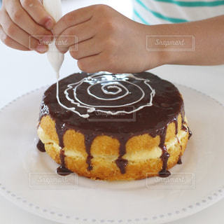 チョコとろーり、クモの巣ケーキ。子どもとケーキ作り。の写真・画像素材[1860527]