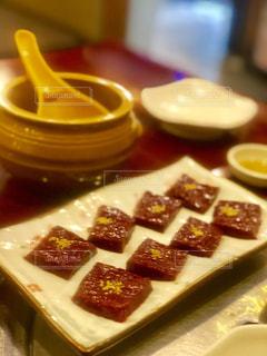 皿の上の食べ物の写真・画像素材[1857055]