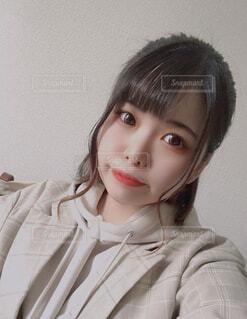 自撮り女子〜甘めメンズファッション〜の写真・画像素材[4918596]