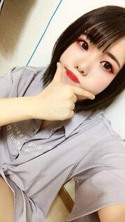 自撮り女子〜シャツオンリー〜の写真・画像素材[4918607]