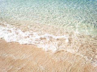 海の横にあるビーチの写真・画像素材[1859345]