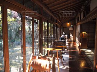 縁側カフェ昭和の家の縁側(東京)の写真・画像素材[1069870]