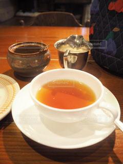 テーブルの上のコーヒー カップの写真・画像素材[1774903]