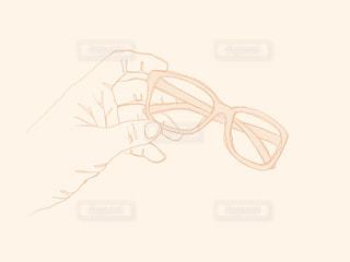 眼鏡を持つ手の写真・画像素材[1868099]