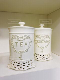 紅茶と砂糖入れの写真・画像素材[2103857]