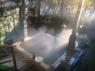 朝方の露天風呂の写真・画像素材[1859173]