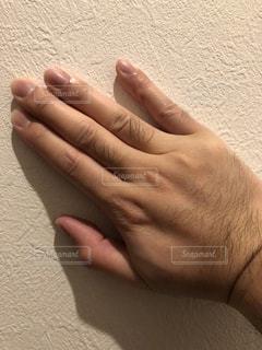 手のアップ(指毛)の写真・画像素材[1867694]