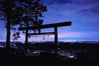 鳥居と夜景の写真・画像素材[1862386]