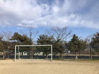 グランドのサッカーゴールの写真・画像素材[2040939]
