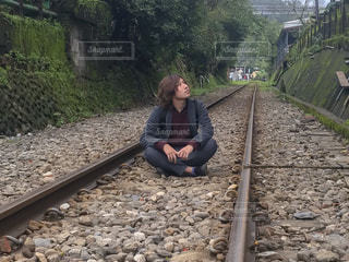 線路と男の写真・画像素材[1884238]