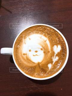 テーブルの上のコーヒー カップの写真・画像素材[1868331]