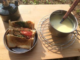 ワンバーナーの朝食の写真・画像素材[2154093]