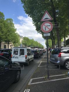 青空と渋滞の写真・画像素材[1148701]