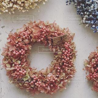 ピンクのフラワーリースの写真・画像素材[2274117]