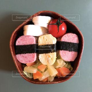 スパムおにぎり弁当の写真・画像素材[1964336]