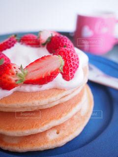 苺のパンケーキの写真・画像素材[3082339]