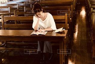 勉強する人の写真・画像素材[2282195]