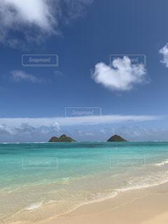 海の横にある砂浜のビーチの写真・画像素材[1883008]