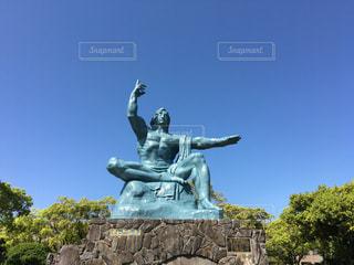 晴れた日の長崎平和祈念像の写真・画像素材[2081374]