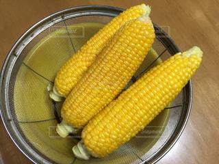 茹でたトウモロコシの写真・画像素材[2222566]