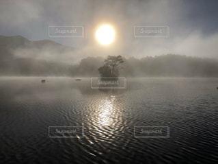 曽原湖の朝の写真・画像素材[1951632]