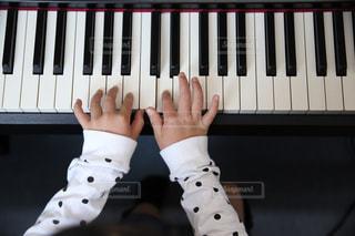 ピアノの練習の写真・画像素材[1981627]