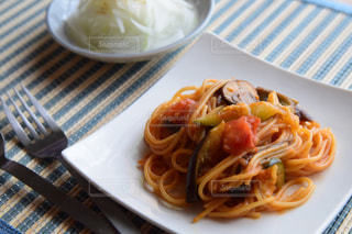 トマト風味の夏野菜パスタの写真・画像素材[2253625]