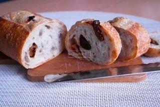 イチヂクとプルーンのパンの写真・画像素材[2757272]