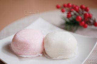 お祝いの紅白餅の写真・画像素材[2837859]