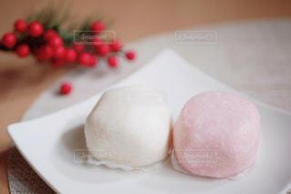 お祝いの紅白餅の写真・画像素材[2837857]
