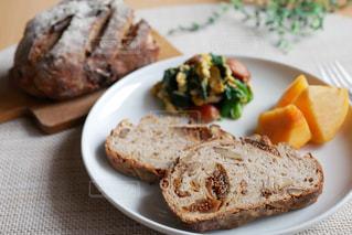 美味しいパンで幸せ朝ごパンの写真・画像素材[2861758]