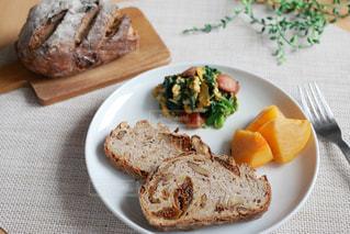 ライ麦パンで朝食の写真・画像素材[2861755]