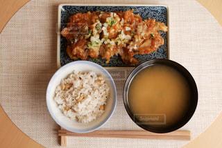 油淋鶏でお昼ごはんの写真・画像素材[2938636]