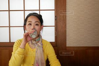 お茶を飲んでひと息の写真・画像素材[3034063]