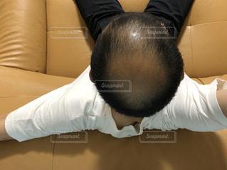 ソファに座っているハ●の写真・画像素材[3191486]