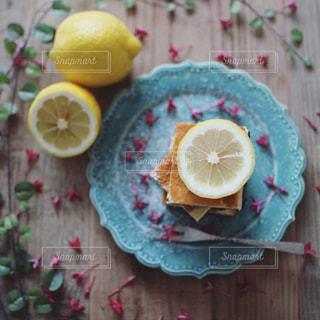 レモンチーズケーキの写真・画像素材[2090298]