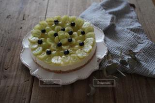 シャインマスカットのレアチーズケーキの写真・画像素材[2090412]