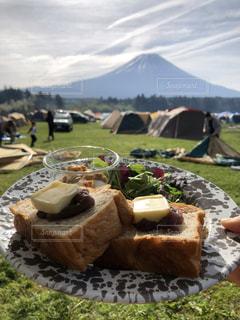 富士山と朝ごはんの写真・画像素材[2111583]