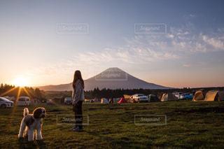 富士山を見ながら朝散歩の写真・画像素材[2198957]