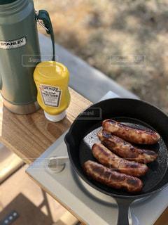 キャンプでホットドッグの写真・画像素材[2209051]
