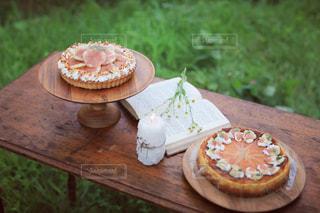 いちじくタルトと、いちじくチーズケーキの写真・画像素材[2417448]