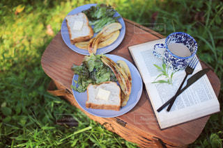 キャラメルバナナトーストの写真・画像素材[2496521]