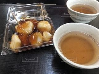 お茶とお団子で一休みの写真・画像素材[2088287]