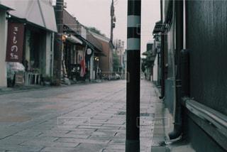 にぎやかな街の通りのクローズアップの写真・画像素材[2421867]