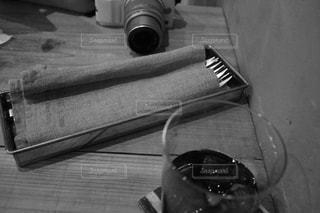 テーブルの上のボトルの写真・画像素材[2421978]